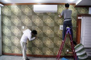 Thợ dán giấy dán tường